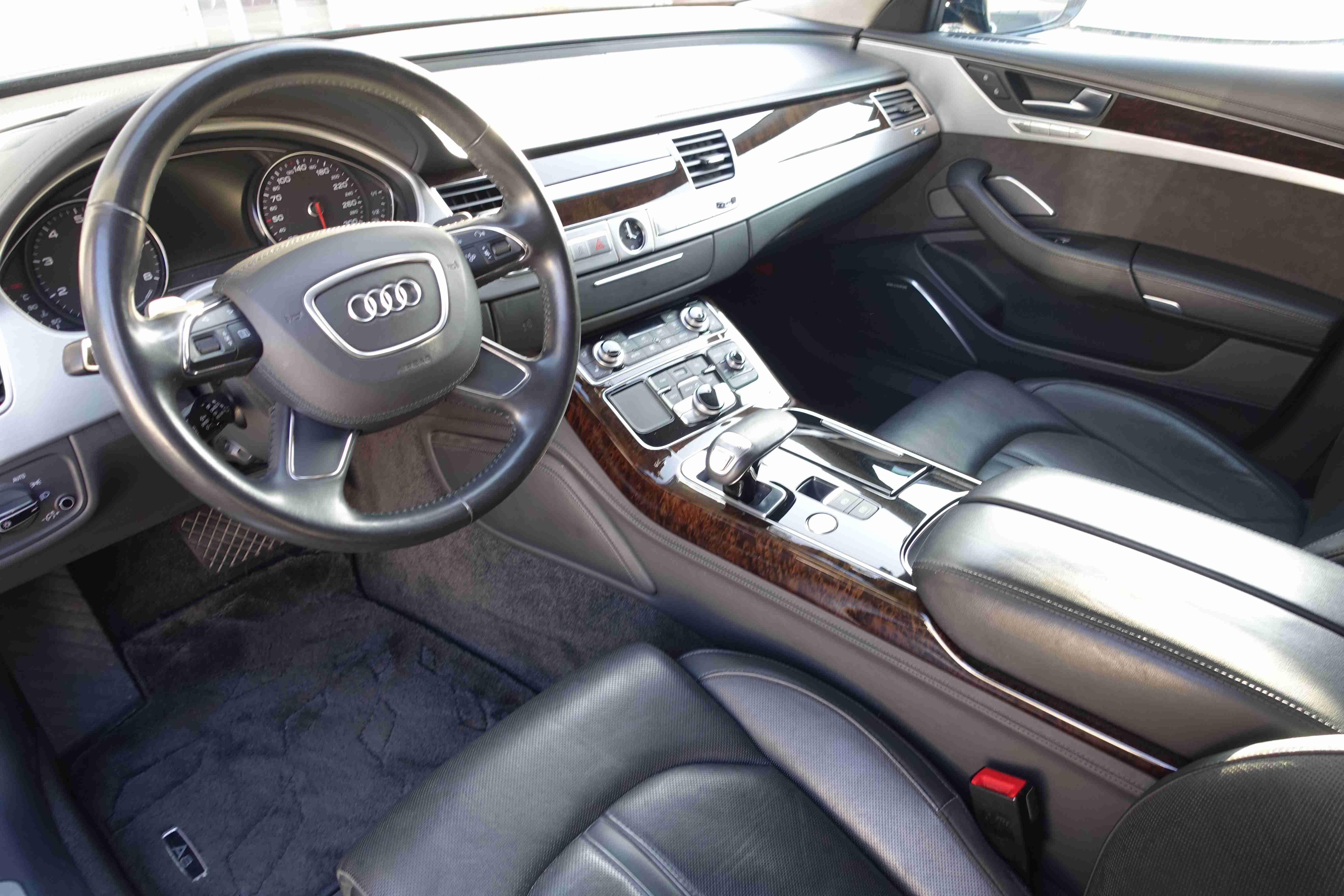 A8 4.2 Quattro LHD BANG&OLUFSENオーディオ サンルーフ レザー